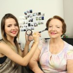 Tutorial Pele Madura | Maquiando a minha Vó + Esticando as rugas da minha vó | DermaFreeze365