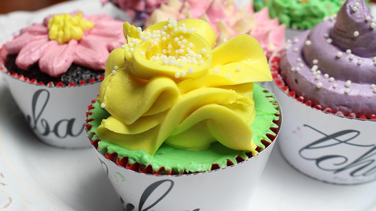 Como confeitar sem bicos - Flor amarela