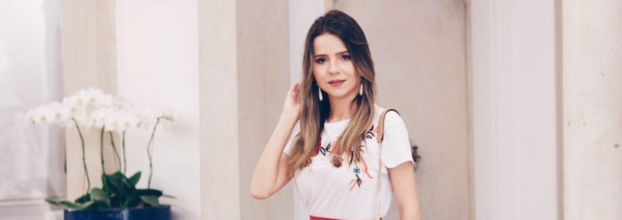 Look: Babados e T-shirt para a Semana de Moda de São Paulo