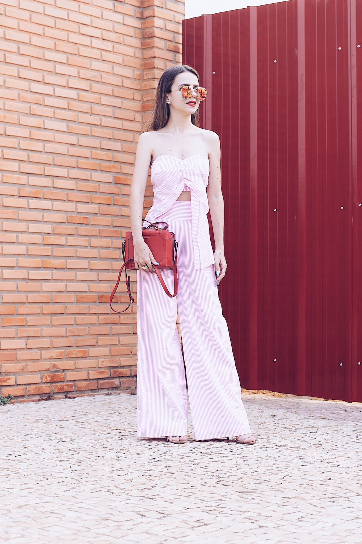 Look rosa com vermelho