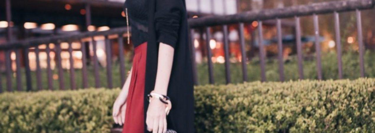 Look do Dia Saia Midi com Fendas para a Semana de Moda